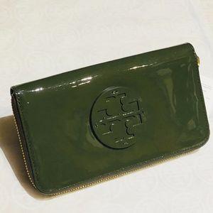 NWT TORY BURCH StackedPatent Zip Wallet-BananaLeaf